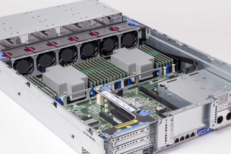 서버에 설치된 Crucial RAM 메모리 모듈