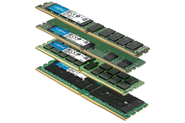서로 다른 폼 팩터를 갖춘 다양한 Crucial RAM 메모리 모듈 스택