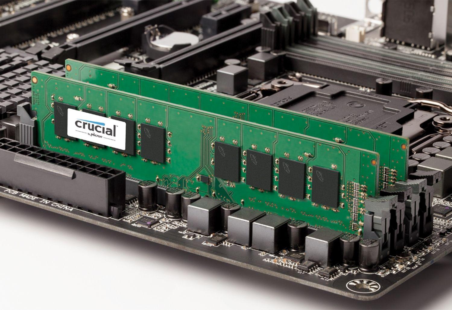 마더보드에 내장된 2개의 Crucial RAM 메모리 모듈