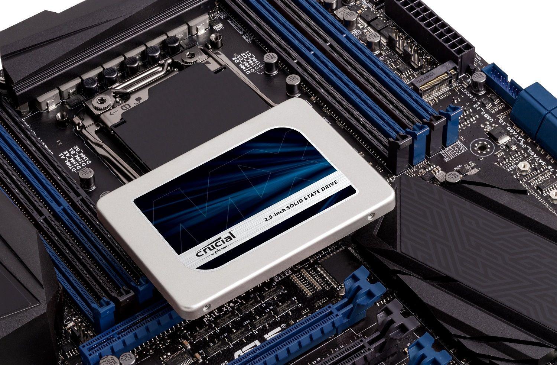 Crucial SSD는 마더보드의 맨 윗부분에 위치합니다