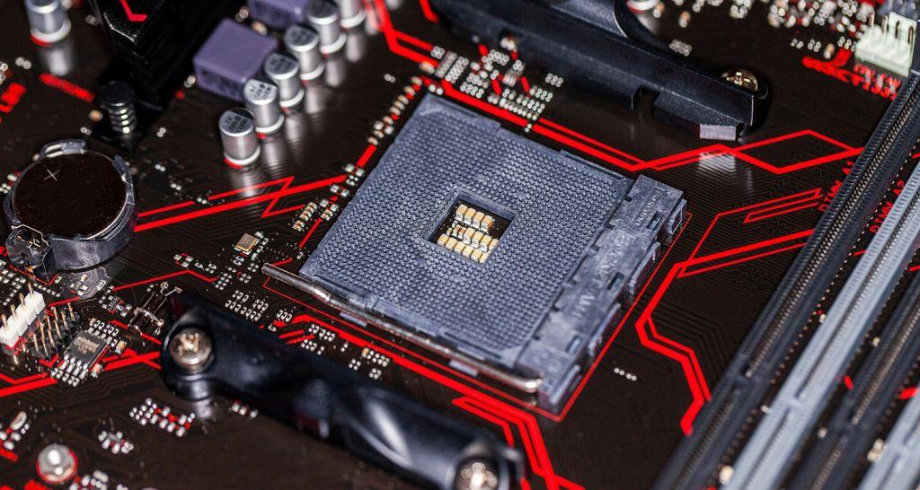 CPU 및 마더보드의 확대 모습.