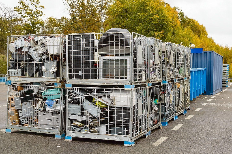 컴퓨터와 같은 전자제품 폐품은 재활용통에 버려야 합니다