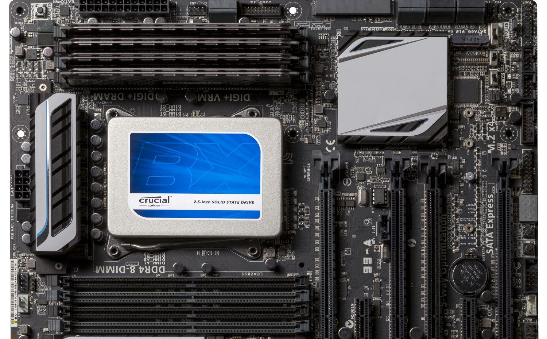 컴퓨터에 설치된 Crucial 솔리드 스테이트 드라이브(SSD)